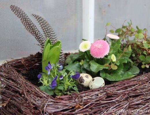 Frühjahrsputz und Osterdeko im Garten